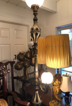 Stunning vintage floor lamp for Sale in Oakland Park, FL