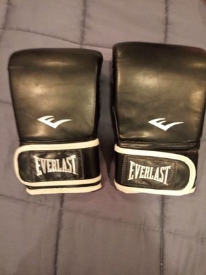 New Everlast Punching Bag Gloves Size L/XL Black for Sale in Lenexa, KS
