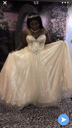 Prom / Quinceanera dress for Sale in Miami Gardens,  FL
