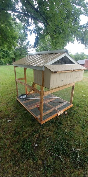 Chicken coop for Sale in Jefferson City, MO