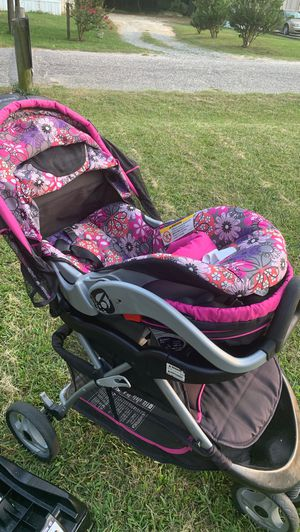 stroller and car seat for Sale in Fuquay-Varina, NC