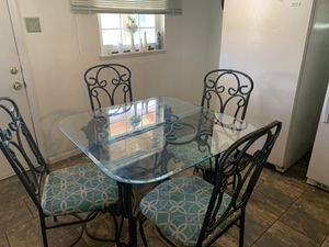 Kitchen table with 4 chairs for Sale in Columbus, OH