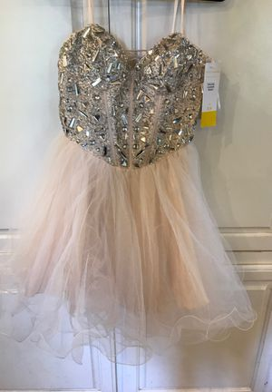 New with tags Prom/quinceanera dress 5/6 for Sale in Aurora, TX