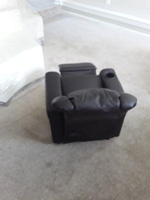 New kods dark brown recliner for Sale in Jonesboro, GA