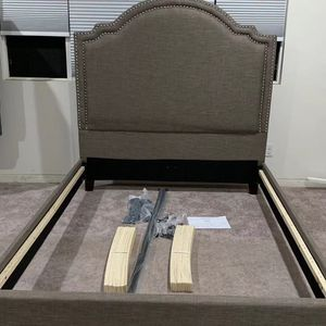 "Brand new queen bed frame HB: 64""H for Sale in Ontario, CA"