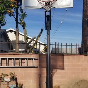 Lifetime Shatterproof Basketball Hoop for Sale in Maywood, CA