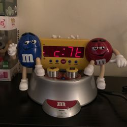 M&m Clock And Radio for Sale in Long Beach,  CA