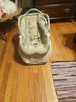 Graco Baby carseat Carrier and base for Sale in Bedford, TX