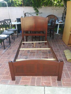 cama Twin size de madera excelentes condiciones for Sale in Lynwood, CA
