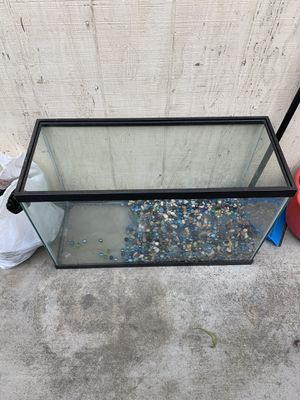 30 inches wide 15 inches tall fish tank for Sale in Sanger, CA