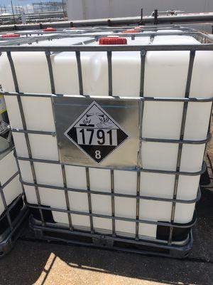 300 gal tote container for Sale in Vidalia, LA