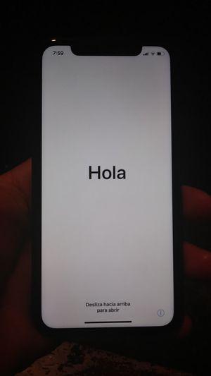 IPhone xr esta bloqueado es de sprint for Sale in Bell Gardens, CA