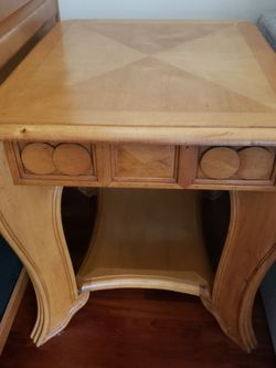 Solid Pine Wood End Table for Sale in Port Orchard,  WA