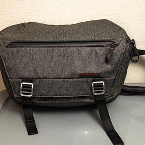Peak Design Sling 10L V1 Camera Bag for Sale in Los Angeles, CA
