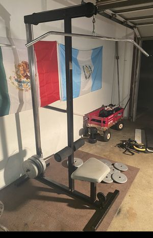 Pull down lat machine and 150 pounds of standard weights for Sale in Tampa, FL