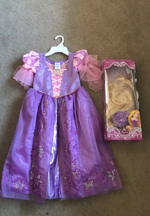 Disney Store Rapunzel Costume with Wig size 5/6T for Sale in Woodridge, IL