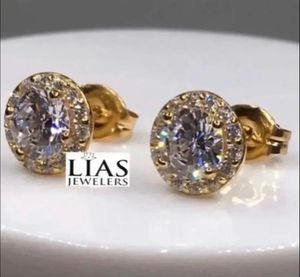 New 18 k yellow gold studs earrings for Sale in Orlando, FL