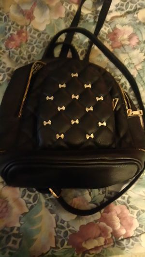 Ladies black leather mini backpack for Sale in Saint Petersburg, FL