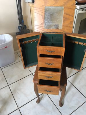Jewelry box for Sale in Shady Hills, FL