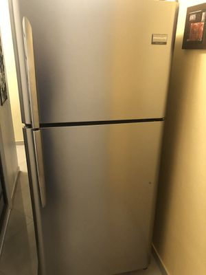 Frigidaire refrigerator for Sale in Fort Lauderdale, FL