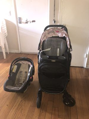 Graco girls car seat, base and stroller for Sale in Mount Rainier, MD