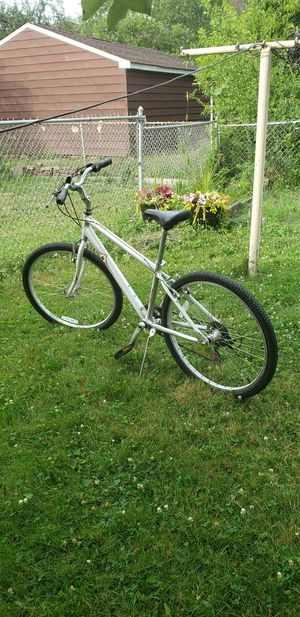 Raleigh venture bike, 26 inches tires size. High end bike, perfect condition. for Sale in Allen Park, MI