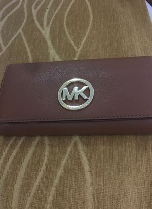 Micheal kors wallet released 3 months ago used but in very good condition for Sale in New York, NY