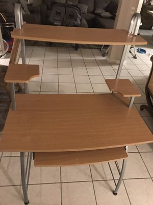 Desk for Sale in Miami Gardens, FL
