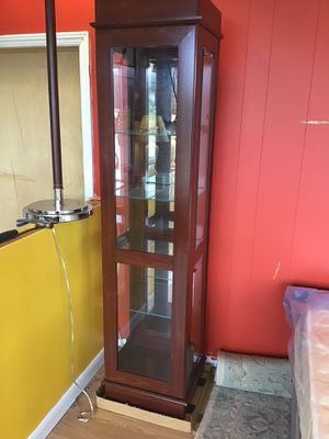 New Small Cherry Curio Cabinet for Sale in Hertford, NC