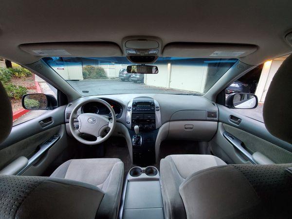 Toyota Sienna LE 2010