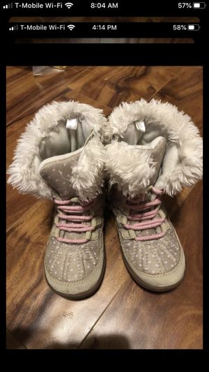Girls snow boots size 8 for Sale in NV, US