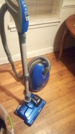 Kenmore Intuition Quiet Guard vacuum for Sale in Richmond, VA