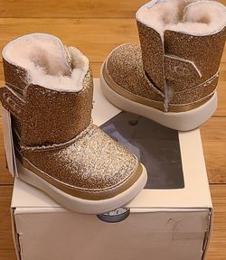 Baby Glitter UGG Boots Size 0/1 Toddlers. for Sale in Compton,  CA