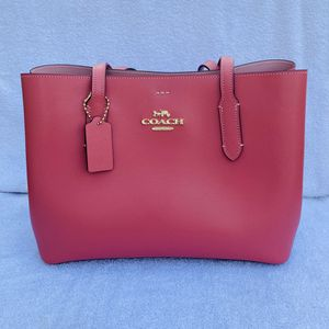 Nearly New Coach New York Tote Bag for Sale in Hamilton, OH