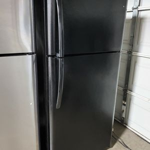 2020 Black Frigidaire Refrigerator Top Freezer for Sale in La Habra, CA