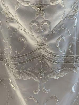 Oleg Cassini Wedding Dress & Veil for Sale in Renton, WA