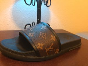 Louis Vuitton Slides Sz 10 With Box for Sale in Sun City, TX