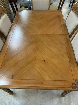 Exquisite Tommy Bahama Style Dining Set for Sale in Vero Beach, FL