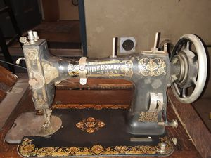 Vintage White Rotary antique sewing machine desk (Works) for Sale in Fresno, CA