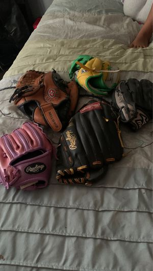 Baseball gloves for Sale in San Bernardino, CA