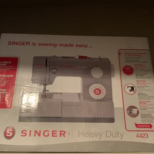 Singer Heavy Duty 4423 Sewing Machine for Sale in Lakewood, WA