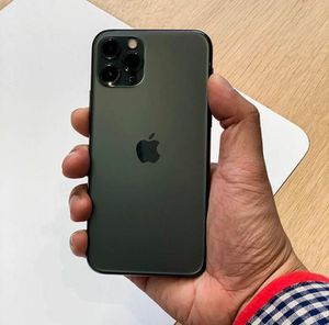 iPhone 11 Pro Max 256gb for Sale in Aliquippa, PA