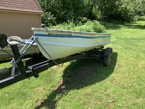 14' Deep Hull Aluminum Boat with Matching Tilt Trailer for Sale in Doylestown, OH