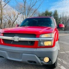 20o3 Chevy Avalanche for Sale in Meriden, CT