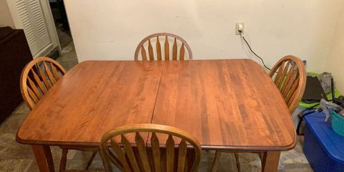 Kitchen table and 4 chairs for Sale in Davenport,  IA