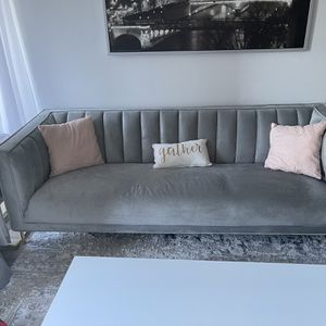 Gray Sofa Less Than 1 Yr Old for Sale in Miami, FL