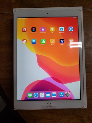 Ipad 7Generation 32 GB Rose Gold Wi Fi And Celular for Sale in Los Angeles, CA