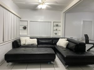 Sectional sofa and ottoman for Sale in Hollywood, FL