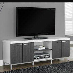 60in TV console for Sale in Macomb, MI