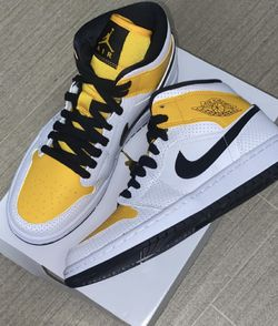 """NEW!! Air Jordan 1 """"Perferated"""" Women's Size 8 GS SZ 6.5Y for Sale in Woodburn,  OR"""